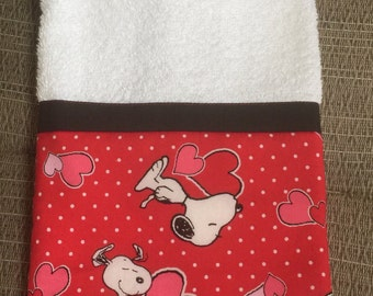 """Hand Towel - White Terry Cloth Towel with Snoopy Valentine Border, 16"""" X 26"""""""