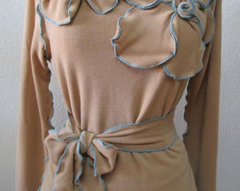 light brown color with roses decoration long sleeves top plus made in U.S.A (v103)