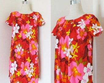 40% OFF SALE Vintage 1960's HAWAIIAN Beach Dress / Summertime Bright Red & Pink Floral Vacation Barkcloth Sundress / Size Medium