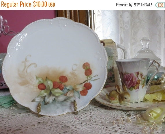 ON SALE Vintage Hand painted Plate-Limoges-Marked-Dessert-Raspberries-7.25 inches