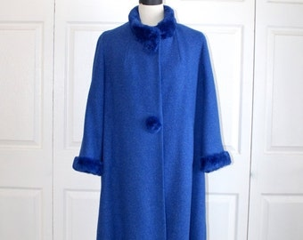 SALE 1950s Royal Blue Wool Swing Coat . Vintage 40s 50s Sheared Beaver Collar Buttons & Cuffs . Gorgeous Excellent Condition . Size Large