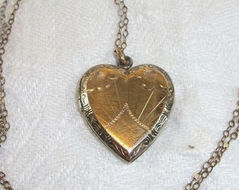 Vintage Beautiful Sterling Etched Heart Locket with Chain