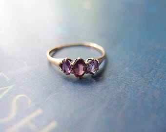 Victorian 10k gold Amethyst 3-stone Ring gemstone stacking band ... size 5.5