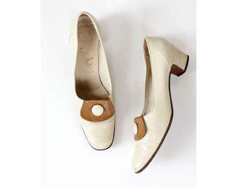 60s Mod White Heels 7 • Bandolinos White Pumps • Women's Loafers • Italian Shoes • Vintage Heels • Leather Heels • Leather Loafers | SH382