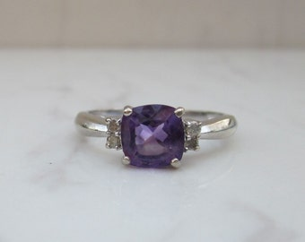 Estate Modern 10k Solid White Gold Amethyst and Diamond Ring, Size 7 // Amethyst Ring // Diamond Accents //