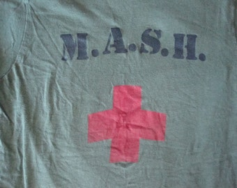 Vintage MASH TV Show Original 1980's m.a.s.h. Green Military 100% cotton Screen stars Made in USA T Shirt Adult size Xs