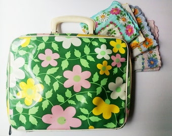 Small Vintage Suitcase, greep pink yellow floral