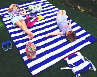 Brilliant Picnic Blanket in Cabana Blue