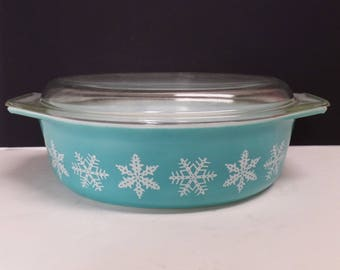 Pyrex snowflake casserole dish with lid 1950's 2.5 quart oval turquoise