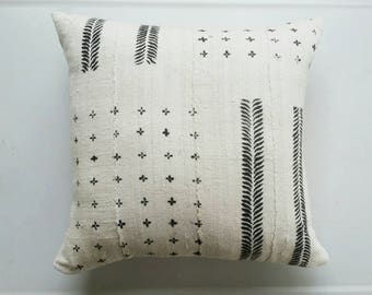 White and Black African Mudcloth Pillow Cover - Tribal Throw Pillows - Ethnic Boho Textiles - Earthy Bohemian