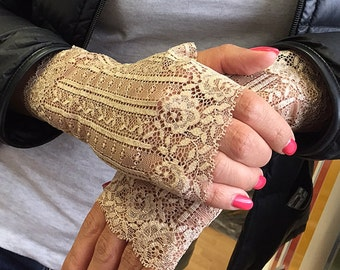 Beautiful Lace Gloves in Beige. Stretch lace, fingerless lace gloves, Bride, bridesmaid.  Ready to ship.