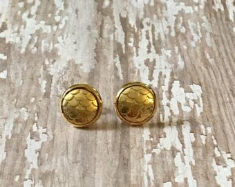 Gorgeous gold scale studs