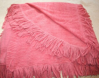 VintageVintage Full/Twin Light Weight Summer Pink Wavy Chenille Fringed Bedspread Shabby Chic Cottage Decor