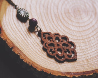 earthy wooden flower necklace.