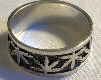 Sterling Silver Cannabis Man's Band Ring-Size 13 1/8