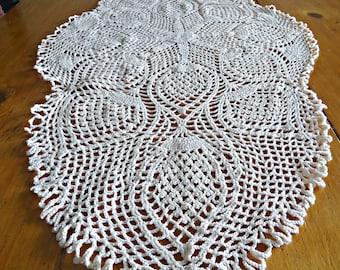 Crocheted Runner Doily Vintage White Doilies Centerpiece   F2