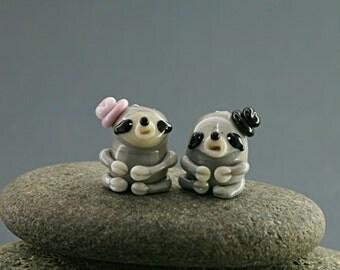 Sloth sculpture figurine miniature fairy garden dollhouse tiny glass lampwork bead animal moss garden grey baby cute terrarium decoration