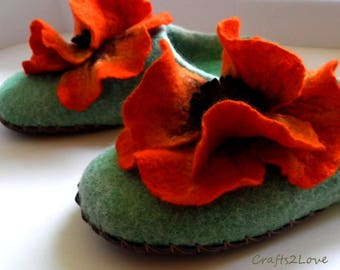 Felted slippers green with orange poppies, Wool slippers, felted wool women in house shoes -Made to order-