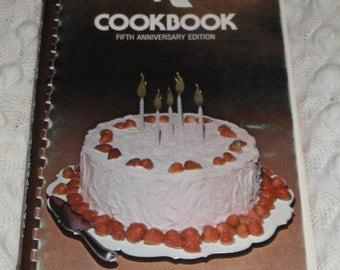 Vintage  Atlas Van Lines Internatinal Cookbook Fifth Anniversary Edition 1978