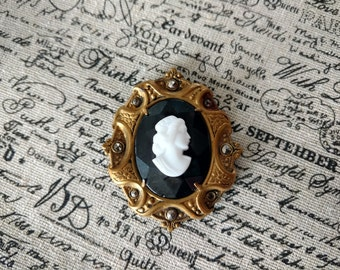Antique Goldtone Cameo Brooch