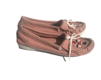 Vintage Pastel Pink Beaded Suede Minnetonka Moccasins Womens Size 7.5