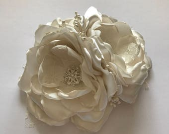Ivory and Cream Sash Pin - Waist Pin, Fabric Flower Pin, Fabric Flower Sash, Bridal Accessories, Wedding Dress Sash, Bridal Sash