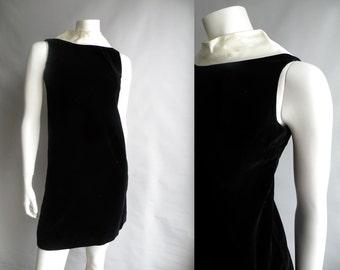 50s 60s Black Velvet Dress with White Satin Collar - XS