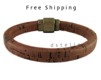 Cork bracelet for him - sustainable jewelry for him - vegetable-tanned Spanish cork around a leather core - Magnetic clasp -