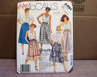 Gathered skirt pattern, womens skirt pattern has back zipper and waistband, McCalls 2491, 1980s style
