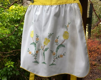 Vintage Yellow Tulip Embroidery Apron /Vintage Floral Apron Flower Apron / SPRING APRON /  Easter Gift/Mothers Day/June Bride