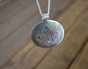 Minimal Silver Large Charm Necklace (1455)