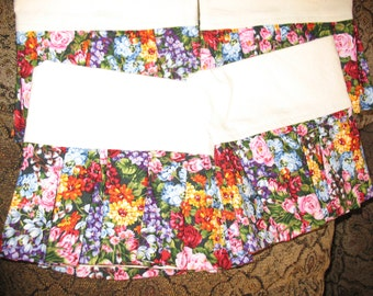 Set fo Four Tea Towels with Ruffles Dark Floral