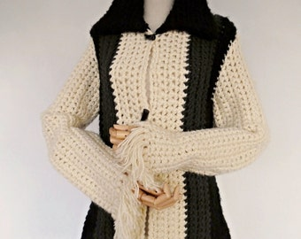 SALE :) FRANCE . Hippy Chic . Superb Colorblock Chunky Knit Fringe Fringed Jacket Coat Vintage 70s Ivory Gray Black M