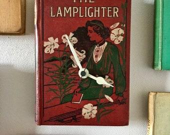 the lamplighter book clock