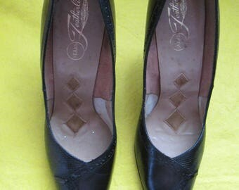 1960's Ladies Black Leather PUMPS by Sears FEATHERLITE Size 7 1/2