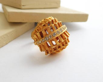 Vintage Modernist Yellow Gold Tone Rhinestone Dome Statement Ring Size 6 FF38