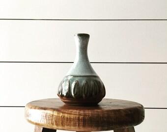 Vintage bud vase pottery