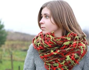 Women infinity scraf - red green felted scarf - spring scarf