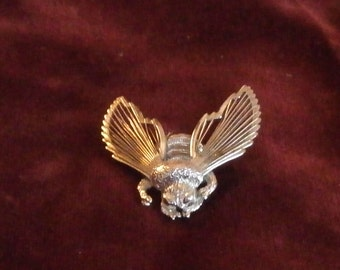 Monet Signed Bumble Bee Brooch/Pin Silvertone Wired Winged Spinnerett Collection Bug