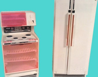 VINTAGE 1970'S BARBIE Doll Dream House Side By Side Refrigerator and Stove 1977