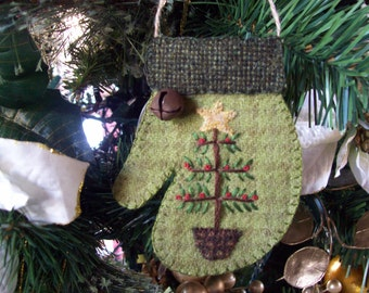 Rustic Country Felt Mitten with Christmas Tree Ornament
