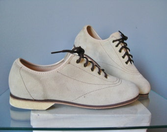 White Bucks / Vtg 60s / White Oxfords / White Suede Bucks / White lace up Shoes