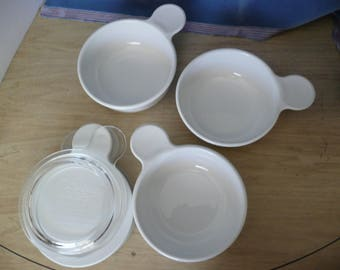 4 Corning Ware Grab it dishes, 2 Plastic lids and 1 Glass Lid. These are cook and serve dishes with Plastic Lids that seal for refrigeration