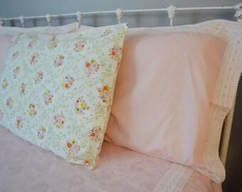 vintage full bedding set: coverlet, flat sheet, fitted sheet, 3 pillowcases
