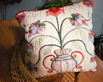 Vintage Trapino beige pillow cover with vase and floral flowers, red piping