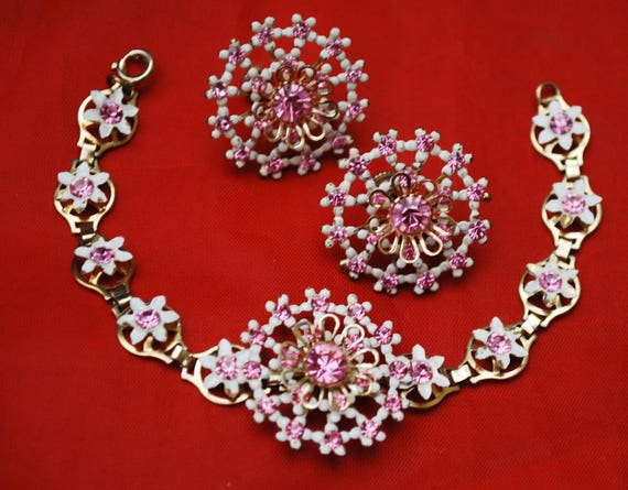 Vintage Flower  Bracelet and Earring - Pink rhinestone - white Enamel  Gold metal Floral jewelry set