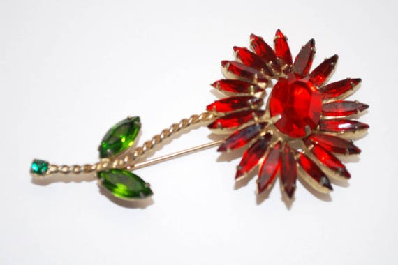 Red Rhinestone Flower Brooch - Unsigned Schreiner  - red Green glass - Daisy floral Mid century - Floral Pin