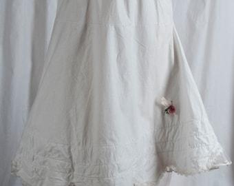 Missy, Teen, Debutante Fancy layered petticoat. Layered, scalloped hem, tulle, full, crinoline, 1940s, 50s. Ritual, bridesmaid