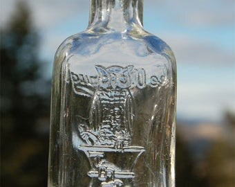 Small PRISTINE antique OWL DRUG Co Bottle w/ pic owl bird on mortar and pestle.   San Francisco Cal bottle - 100 years old and counting ...