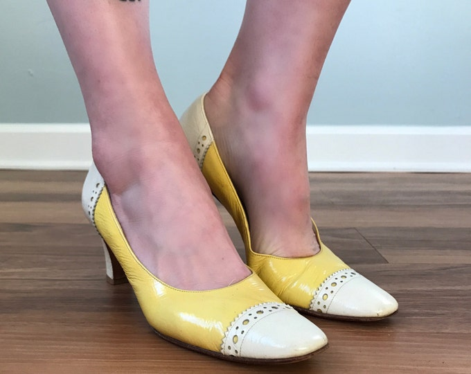 Vintage 60s Yellow Spectator Pumps